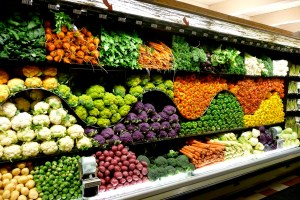 Super-market-vegetable-rainbow-display